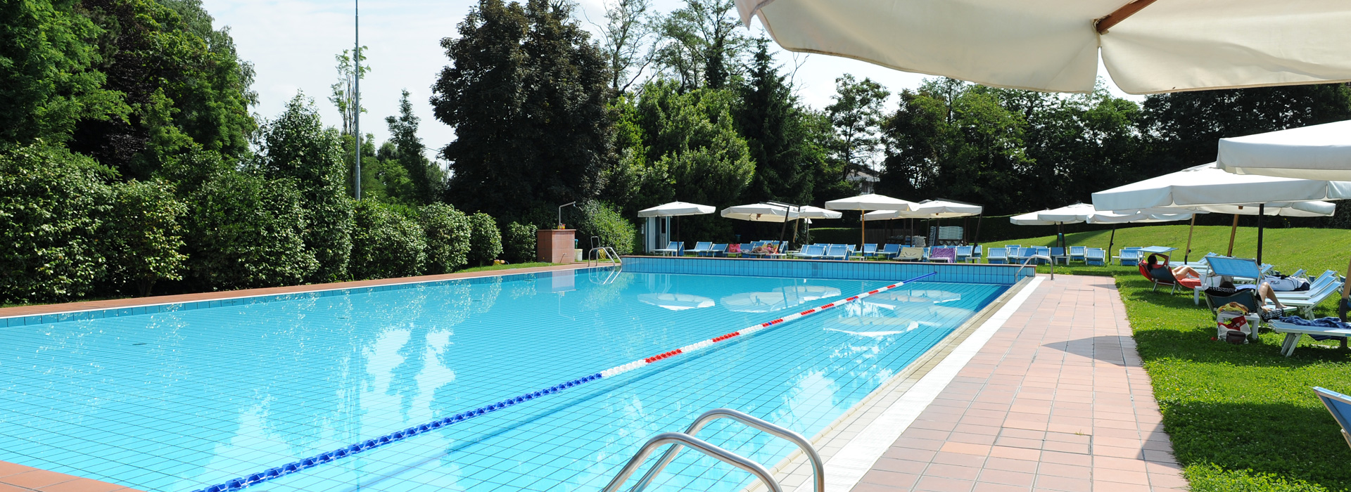 Nuoto o relax<br>in un ambiente<br><b>tranquillo</b></span>